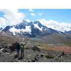 """Voyage d'aventure au Pérou - Intégrez un groupe de 7 personnes maximum, accompagné d'un guide français, où l'esprit d'équipe, l'entraide, la motivation, la découverte, le partage, et l'exploration seront les maitres mots de votre futur voyage.  Multi-activités pour rejoindre le Machu Picchu, trek de 80km avec un dénivelé cumulé total d'environ 5000mètres, dépassement de soi à 6000mètres d'altitude, partez pour une aventure sportive inoubliable !  L'itinéraire en bref : J2 à J6 : L'aventure commence ! 🚵♂️ Rejoignez le Machu Picchu d'une façon complètement dingue ! VTT, Rafting, Tyrolienne, Trek ! Et profitez d'une vue superbe du Machu Picchu depuis la montagne qui le surplombe, le Huayna Picchu  J7 à J11 : Un trek d'altitude incroyable 🏕️ 🏔️ Partez pour 5 jours de trek en altitude (entre 4500 et 5200mètres), et observez la beauté infinie de l'Ausangate et des """"Rainbow Mountains"""".  J12 à J14 : Toujours plus haut ! 🗻 🌋 Ultime destination du voyage, effectuez l'ascension du volcan """"Chachani""""* avec son sommet situé à 6074mètres d'altitude. * Suivant la demande, possibilité de grimper le Misti à la place.  Demandez-nous l'itinéraire complet et détaillé ! Pour plus d'infos rendez-vous sur notre site"""