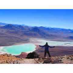 """Voyage d'aventure en Bolivie - Voyage sportif et d'aventure en BOLIVIE  🇧🇴🌎 🏃  ➡️L'itinéraire en bref : J2 et 3 : Première mise en bouche 🌅🚶♂️ Commencez par un trek d'acclimatation sur l'île du soleil, berceau de la civilisation Inca  J4 : Du VTT dans un décor unique 🚵♀️ Descendez la """"Death Road"""" en VTT, à flanc de falaise (Des hauts sommets andins à l'Amazonie en 5 heures).  J5 : Non, vous n'êtes pas aux USA ! 🐴🏜️ Partez découvrir le western bolivien lors d'une randonnée à cheval dans la région de Tupiza  J6 à J10 : L'altiplano, ses lagunes, volcans et flamands roses 🏜️🌋🗻 Un roadtrip en 4x4 de 5 jours sur l'altiplano et le Salar d'Uyuni vous attends.  J8 : Un voyage sur la planète Mars 🌋🚶♂️ Lors de ce Roadtrip, vous aurez l'occasion d'effectuer l'ascension du Licancabur, volcan situé à la frontière chilienne (5925m.), pour une vue unique au monde.  J11 à J 13 : L'ultime défi ! 🗻🧗♀️ Profitez d'une première journée pour apprendre les bases de l'alpinisme, puis le défi final vous attend avec l'ascension du Huayna Potosi (6088m.)  ➡️Matériel d'alpinisme fourni, vous n'avez besoin que de votre duvet et de vos vêtements techniques haute montagne. Matthieu vous accompagne tout le long du voyage. Guides certifiés UIAGM (international). Groupe de 7 max, minimum 4 personnes.  ➡️Niveau sportif Nécessaire : Pratique fréquente de séances cardio (au moins 2 fois par semaine), et bien sûr, être en bonne santé."""