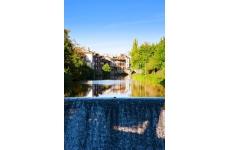"""Traversée à vélo du Pays d'Aurillac en 4 jours, 3 nuits - <p>Ce circuit cyclotouristique sur routes tranquilles s'étalant de 630 m à 930 m d'altitude, vous conduira tour à tour de la<br />capitale Géraldienne, au riche patrimoine historique, au pied du Puy Mary, labellisé """"Grand Site de France"""",<br />puis dans la vallée des poètes. Ce séjour en liberté en demi-pension en hôtels 2* et 3* et sans sacs portés,<br />vous enchantera par la variété des paysages et beaux villages traversés, mais également par la douceur de<br />vivre cantalienne à la cuisine fournie en bons produits.<br /><br /></p>"""