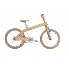Vélo en bois adolescent - Notre vélo adolescent a été conçu pour une utilisation intense, pour les jeunes cyclistes. Confortable même lors d'utilisation prolongée et adapté pour circuler en ville. Avec Roue de 20 pouces  Poids 13 kg Cadre en bois massif frêne blanc Frein arrière > Frein à rétropédalage (type adverse) Changement de vitesse > Simple vitesse