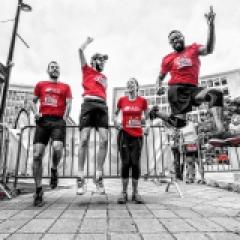 Course d'escaliers  - <p>Vous connaissezune tourde plus de 20 étages mais n'y êtes jamais monté(e) ? Vous aimez courir à plat mais vous voudriez vivre de nouvelles sensations? Vous avez une envie irresistible de running, de fête, de solidarité et de sport ?</p> <p>Alors inscrivez-vous et venez participer à une <strong>TheTowerRun, en moyenne 550 marches </strong>à grimper au profit d'une caritative localeet une arrivée au<strong>dernier étageà plus de 100 mètres de haut</strong>. En récompense : <strong>une vue imprenable sur toute la ville !<br /><br />1000 à 1500 participants par étape!<br /></strong></p>