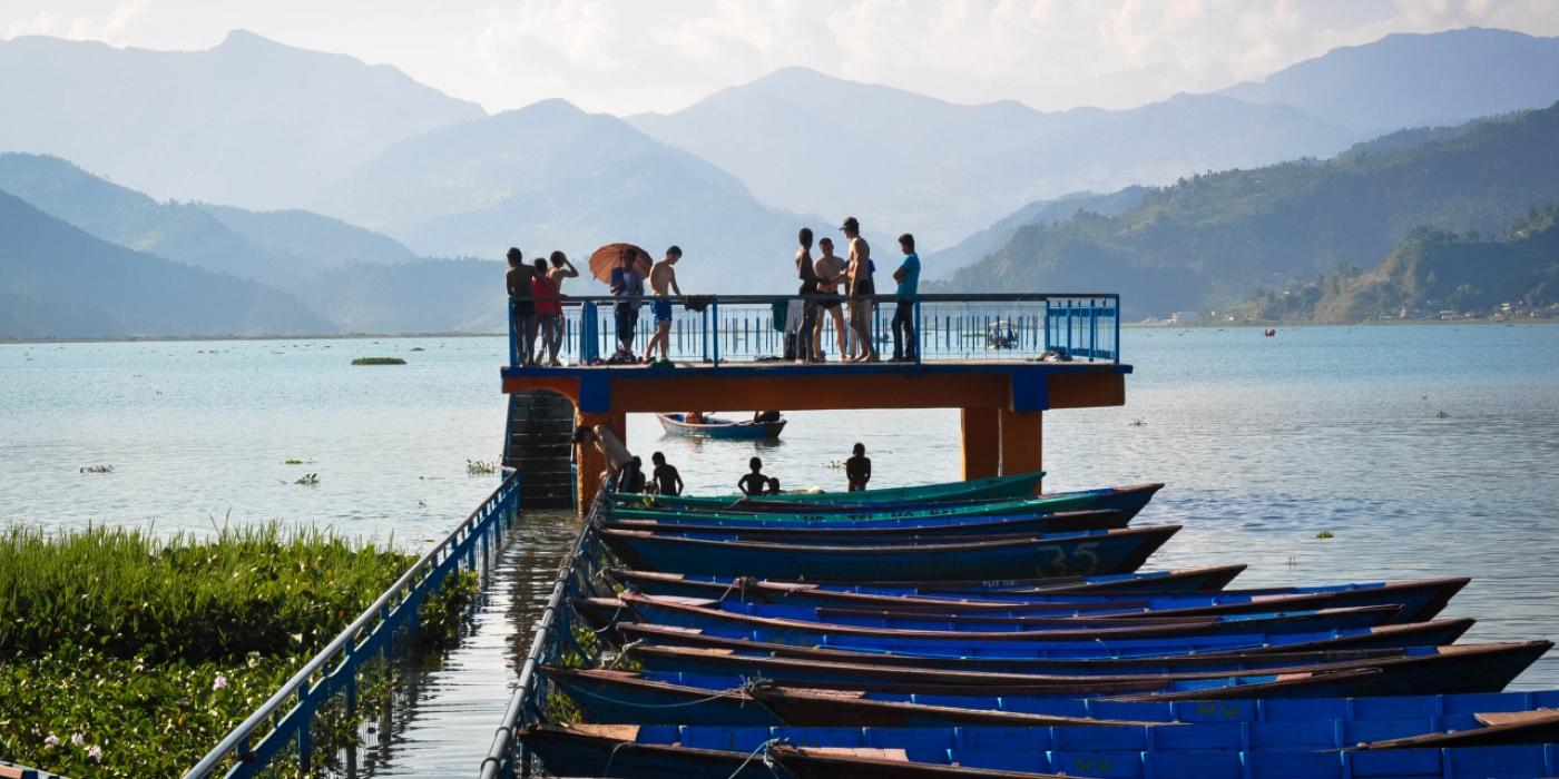 ASIE-nepal-paysage-bateaux