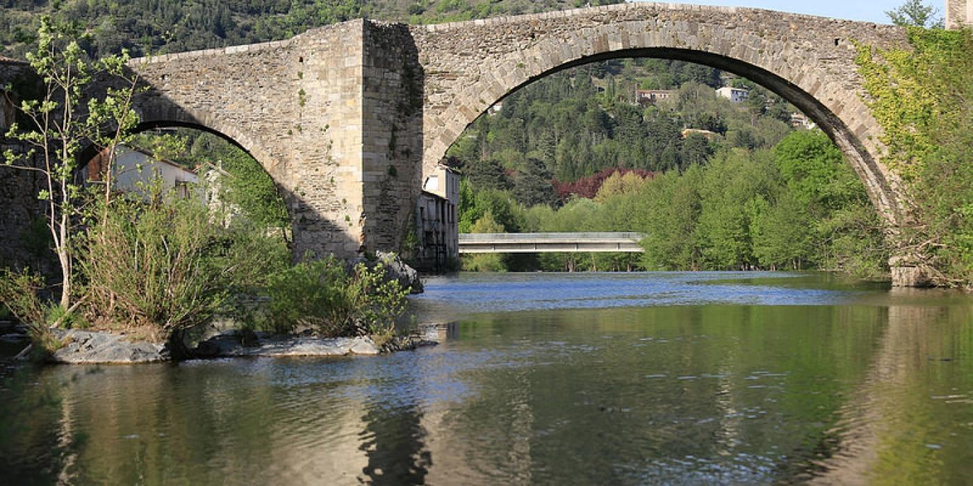 FRANCE-Languedoc-paysage-pont